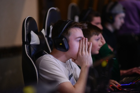 Gavin Lusby, 15, warms up to compete in the CoMo Game Expo Fortnite tournament at the Stoney Creek Inn on Saturday, Feb. 9, 2019. Approximately 370 people registered online for the gaming competition. Liz Goodwin/Missourian